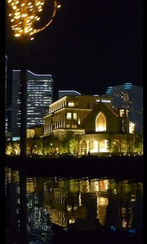 Joyful night walking at Yokohama to evacuate from a too hot day