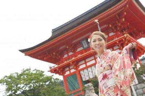 Kimono Dressing & Strolling Historic Temple Complex