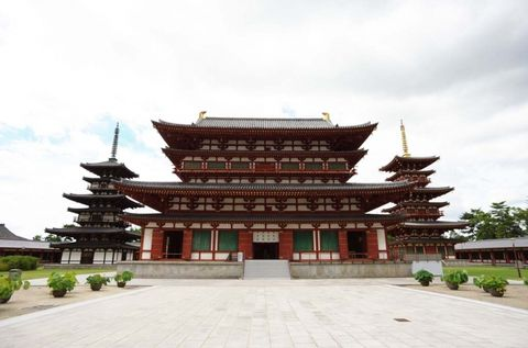 Nara tour of spacious and graceful tour spots