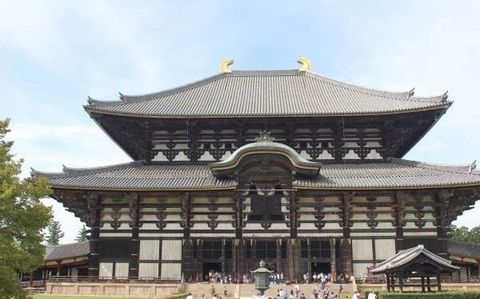 Let's enjoy walking around the ancient city called Heijyokyo or Nara established in 710.