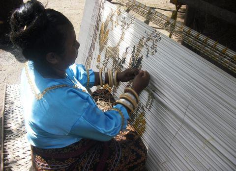 Online Virtual Tour - Flores Tribal Woven Fabrics