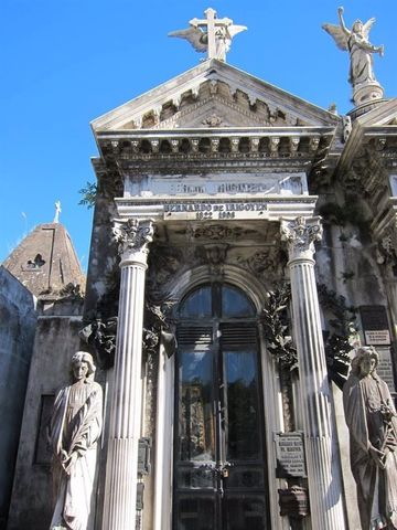 Walking tour of the Recoleta's cemetery
