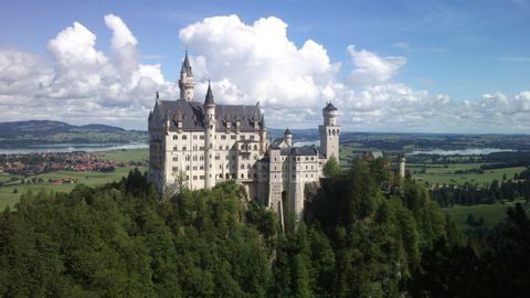 A full day at the Castles Neuschwanstein and Hohenschwangau