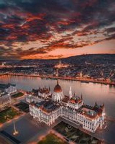 Full-day Budapest historic and cultural tour