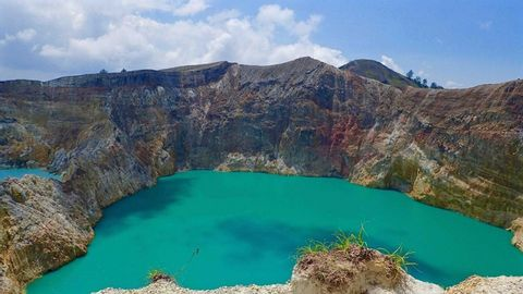 Online Virtual Tour-Discover 3 Colored Crater Lakes Kelimutu