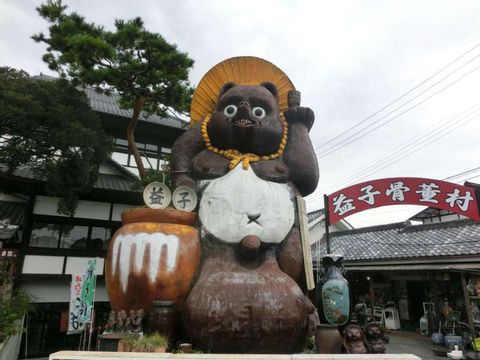 Pottery Village Mashiko (Hamada Shoji's ware) Museum, Cafe and Laughing King of Hell Statue.