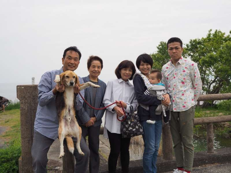 We warmly welcome you to Japan!!  from mother in law, wife, daughter, granddaughter, son in law, my doggy called