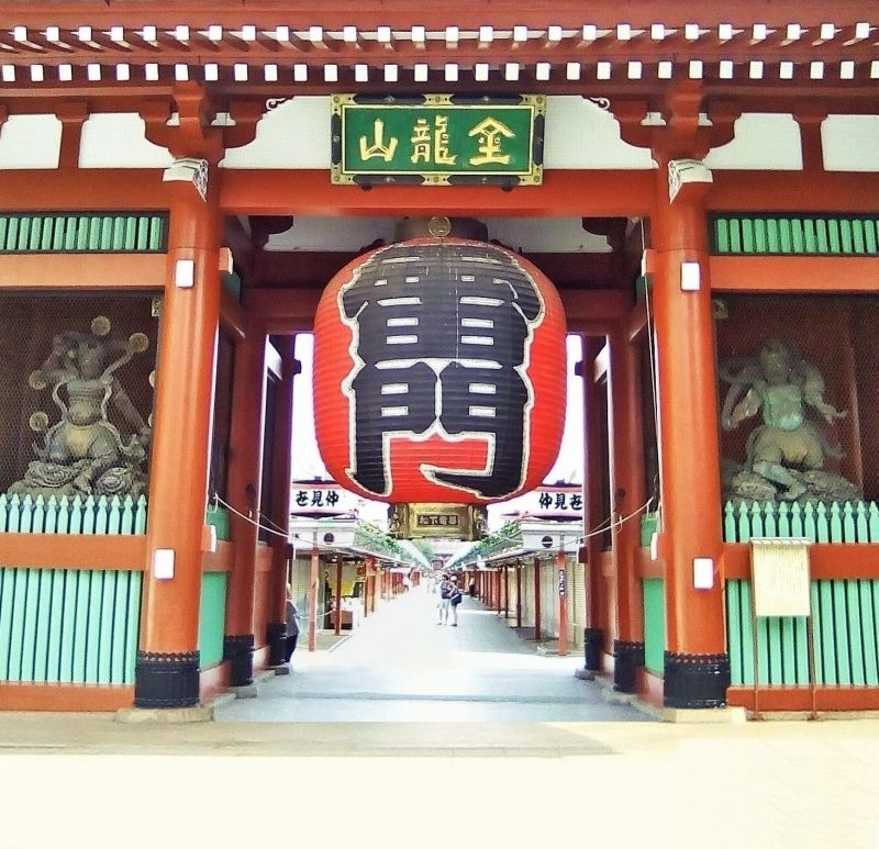 Asakusa: Kaminarimon - Thunder gate and Nakamise street