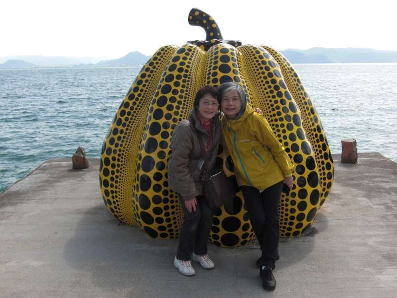 Yellow Pumpkin ( with a traveler from Taiwan) @ Benesse art area