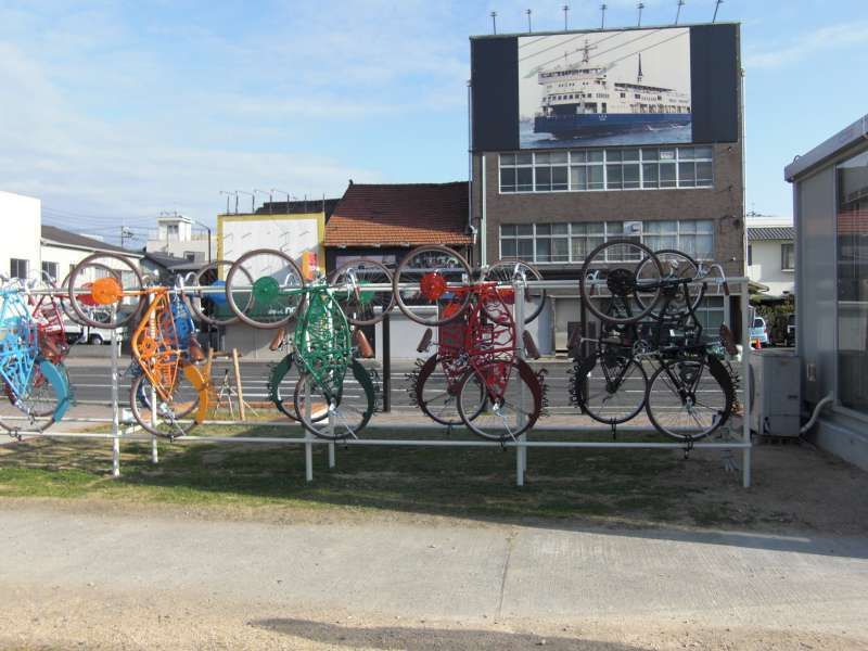 Artworks used abandoned bikes  @ Uno port.    You can rent this bike!
