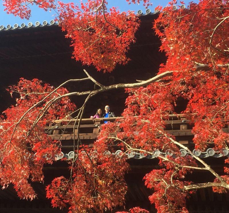 Kyoto Nanzenji temple. Ian and Joy are middle of autumn color!!