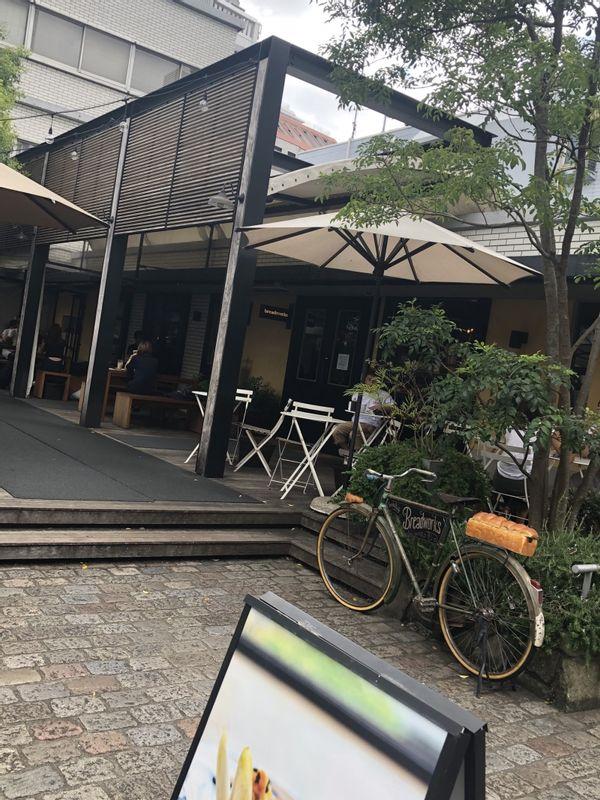 在青山喝咖啡。Cafe at Omotesando.