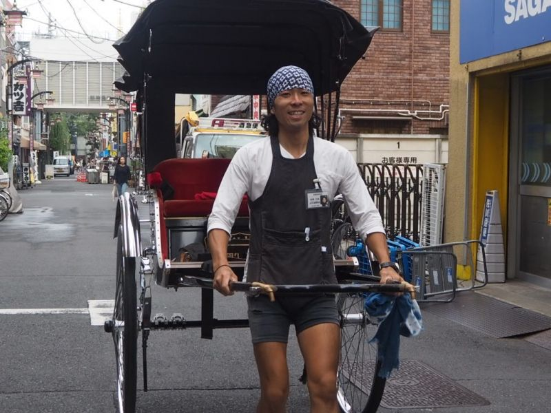 "Want to take a break from walking? How about a short rickshaw ride in Asakusa? Fun!""人力车"