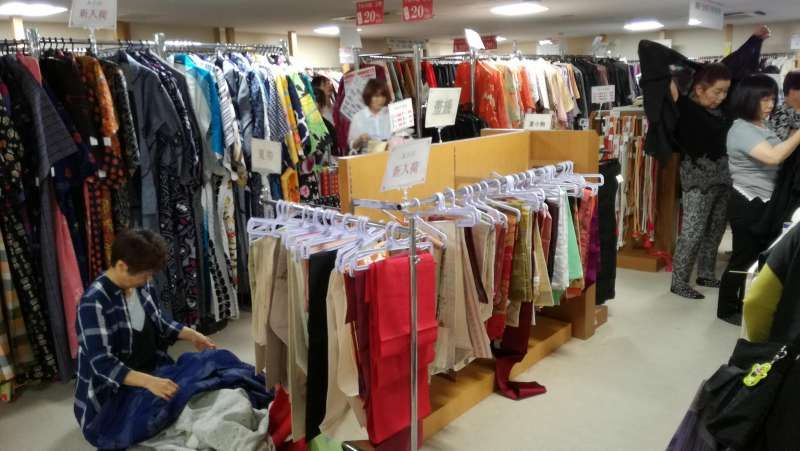 Kimono second hand shop in Osu.