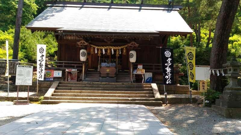Takeisao Shrine on Mt. Maizuru enshirines Oda Nobunaga