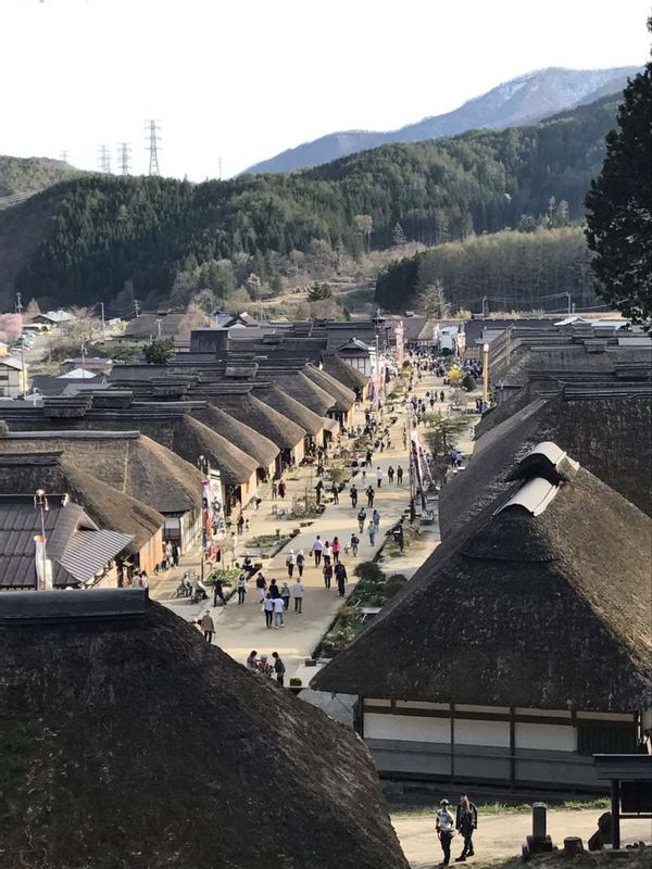 There are beautiful places in Tohoku. But still less tourists from other countries. This is Shichigasyuku in Fukushima.