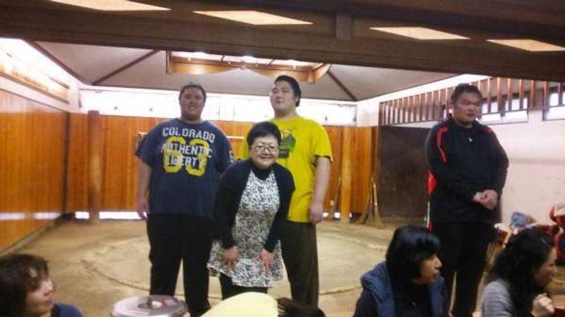 Con los luchadores de Sumo después de entrenamiento