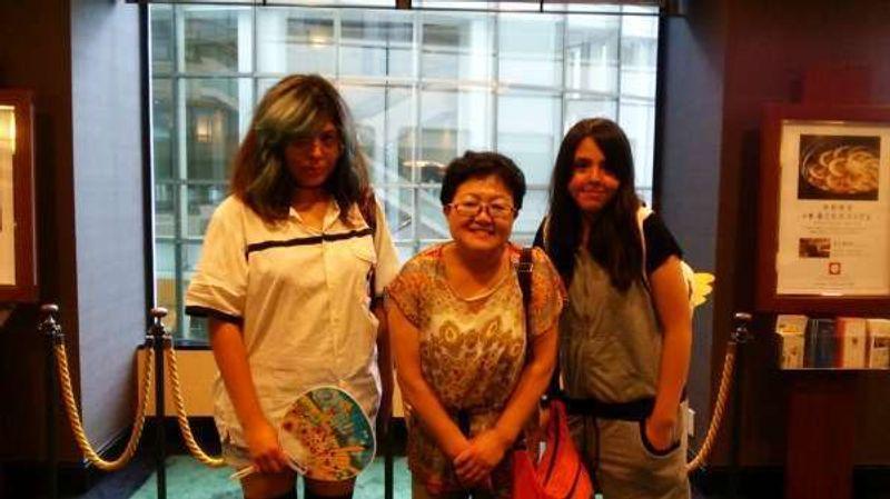 Con las chicas mejicanas en el recorrido de Anime