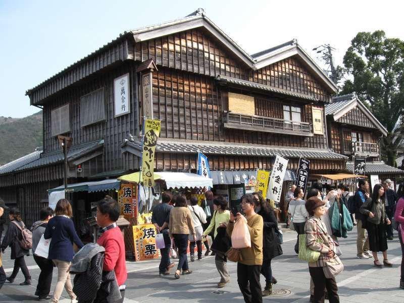 Shop of Akafuku Mochi ( It sells sweet soy-bean paste coated rice cakes )