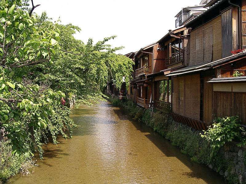 Here is the northern part in Gion area, it is told that the place depicts Gion atmosphere most.
