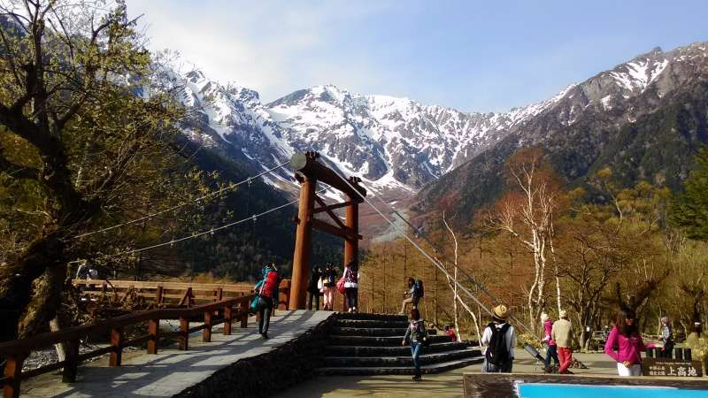 Kamikochi: located in the mountain-foot of  Japan Alps. The famous and very popular destination for nature lover foreigners from spring to autumn. You can enjoy  in various ways from 2 hours hiking to 1 night stay trekking.