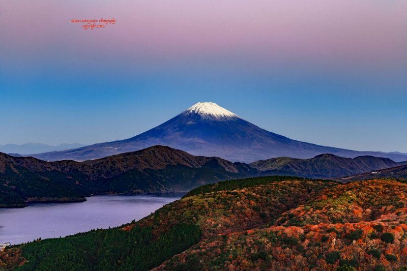 Mt. Fuji and autumn leaves