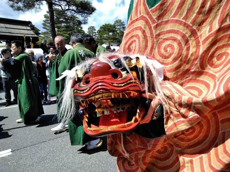 Takayama matsuri is counted as one of the most beautiful festivals in Japan.  Elegant festival floats and Shishimai (Japanese Lion dance) etc. (Takayama)