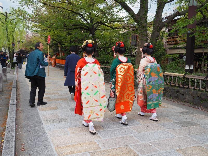 Dans la rue de Gion à Kyoto