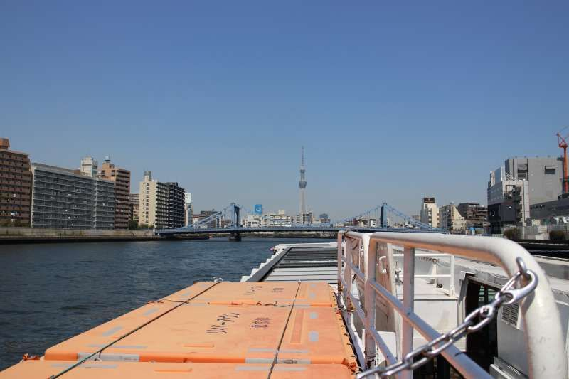 If the weather is fine, why don't you take a river cruise on Sumidagawa River?