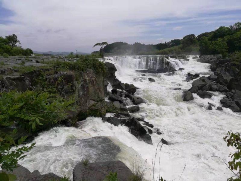 有東洋尼亞加拉瀑布之稱的曾木瀑布。 日本絕境的水力發電厰遺跡就在旁邊。