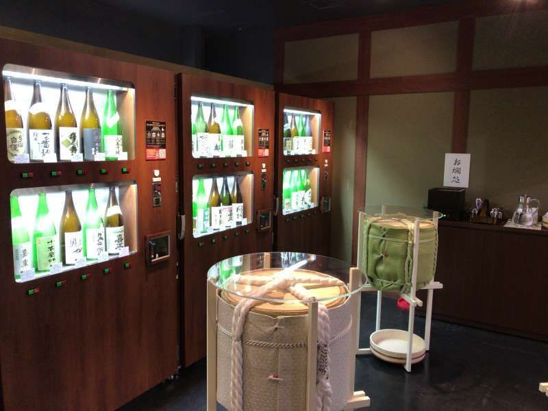 Vending machines selling a cup of various types of sake. Would you like to taste one?