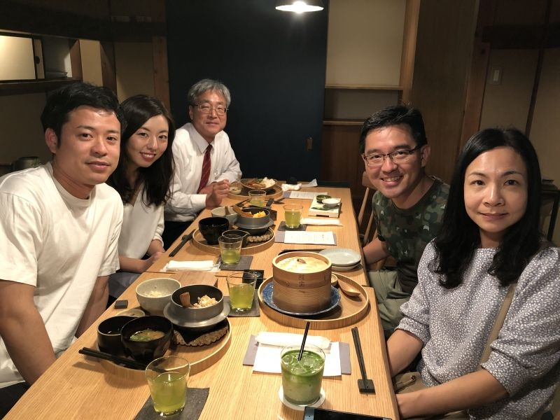 We enjoyed lunch at a beautiful restaurant in Gion district after we visited Fushimi Inari shrine.Dr. Omori and Dr. Mizobuchi working at a hospital invited Dr. Chee and his wife Mrs. Sharon to Kyoto.