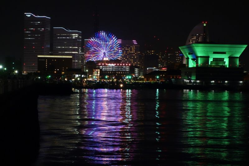 Yokohama Une vue du parc de Yamashita. Une grande roue très connue.