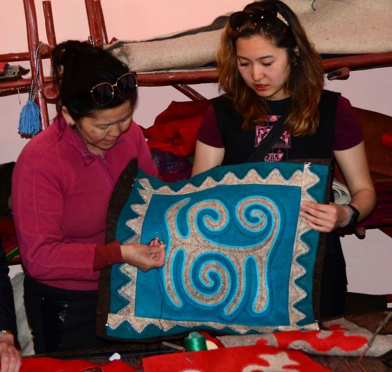 Felt - carpet show. Showing to tourists how people can make it.