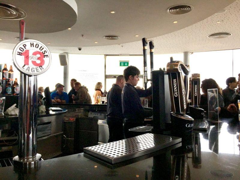 Guinness Storehouse ギネス・ストアハウス  黒ビールで有名なギネス工場 見学の後、ギネスの試飲ができる!