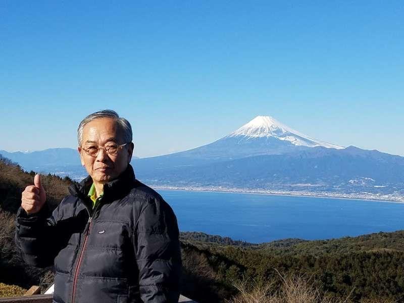 I and Mt. Fujisan beyond the Surugawan bay in Shizuoka prefecture.