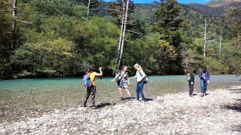 Tour members in 2016 in Kamikochi at the foot of the Japan Alps, who traveled three weeks in West Japan.