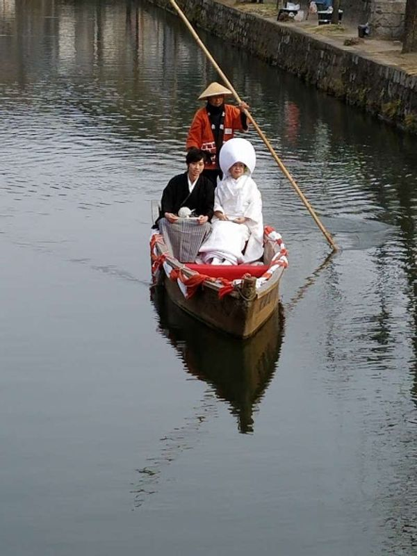 A wedding exposure on a boat in Kurashiki in 2017.
