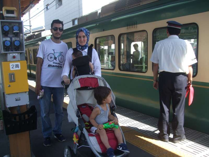 With one of the most popular local train, Enoden, at Inamuragadaki station