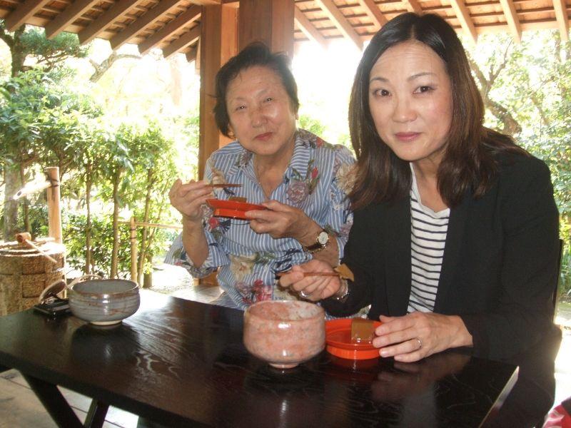 Enjoying chestnut yokan and matcha greentea at Kisenan tea ceremony house