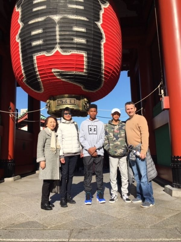 A lovely guest family from Australia, at Asakusa, Dec. 2018