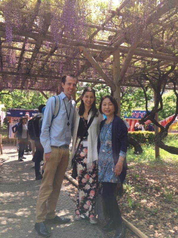 A sweet couple from Australia, at Kameido Tenjin, May 2019