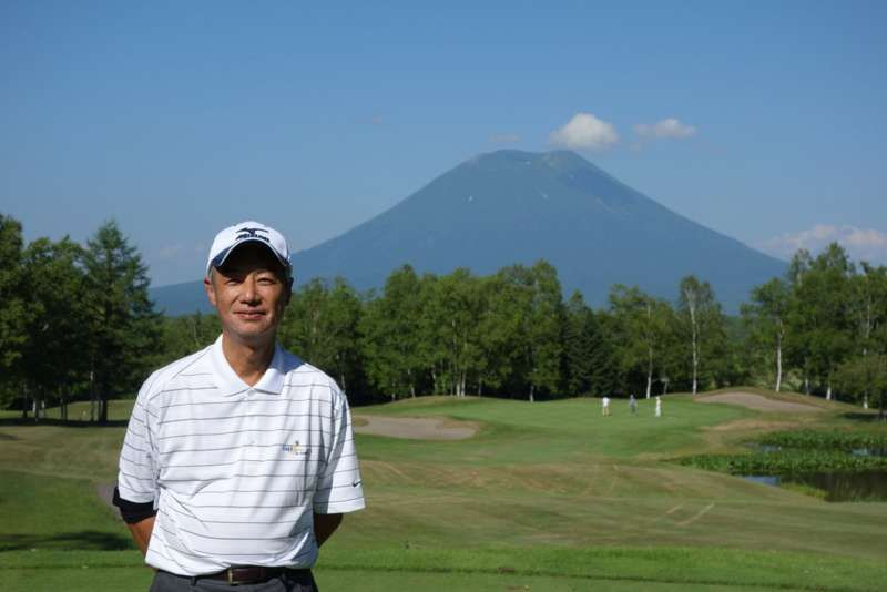 This picture was taken at a golf course in Hokkaido. The mountain behind me is Youtei-zan which is called Ezo-fuji.