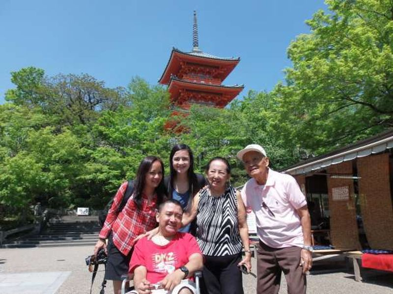 After lunch at a stall close to Kyomizu-dera Temple