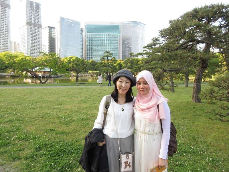 With  Arabian princess in Hamarikyu Garden! I ate halallu food with her for the first time.  It was very delicious and mild taste.  I found Some of their customs are similar to Japanese'.