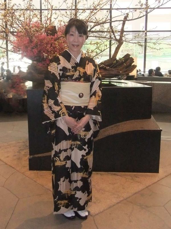 Kimono has ranks and occasions. But mostly, its rank is higher than T-shirt and jeans.  I had lunch with my friends in Cerulean Tower Hotel in Shibuya.