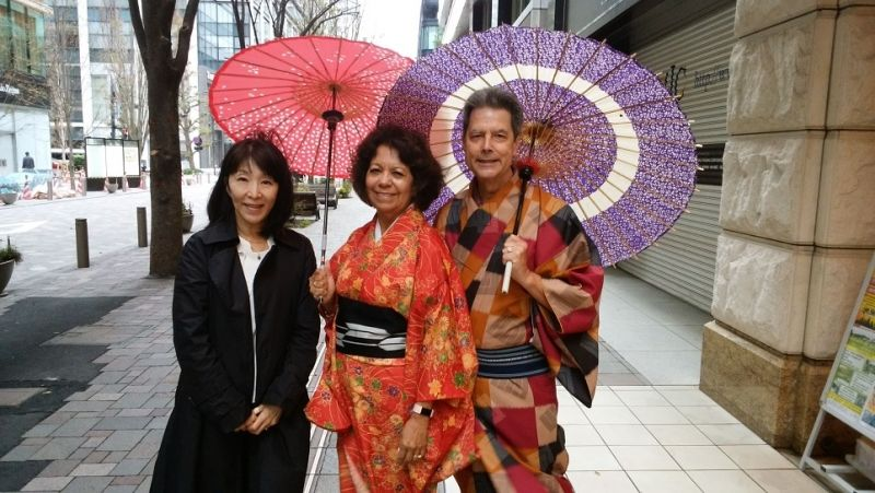 These couple was very happy becuase this was their first try to wear kimono.  I was very happy to see their shining smile.