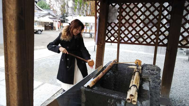 Shinto, Japan's indigenous religion has a lot to talk about. Before stepping into the most sacred area of shrines, we are supposed to purify like this.