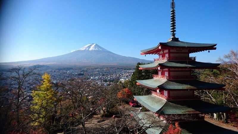 Famous Arakurayama Sengen Shrine (Chureito Pagoda) with Mt. Fuji