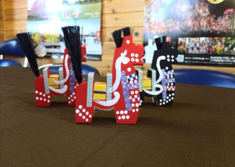 Yawata-uma (wooden horse toy) in Hachinoe City, Aomori Prefecture - you can experience painting on a red or black colored wooden horse, and take the complete one home.